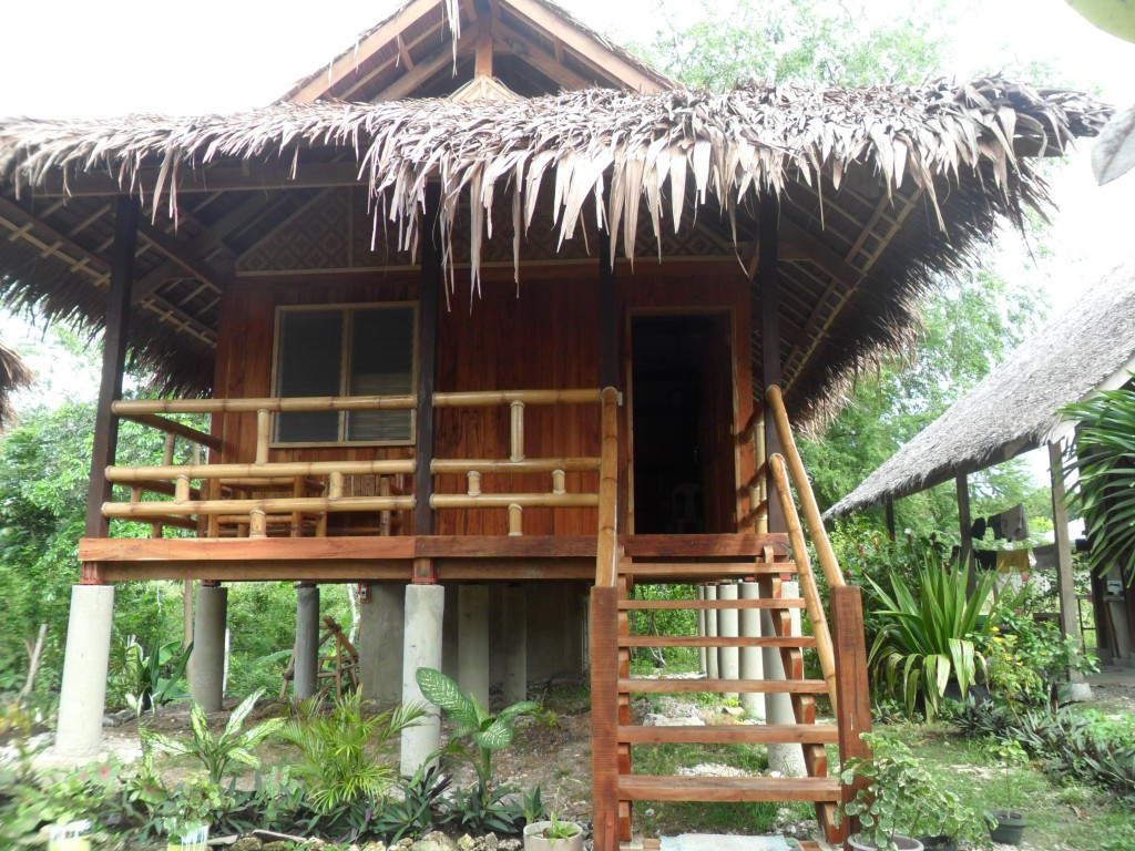Accommodation mayas native garden moalboal for Native bungalow house designs